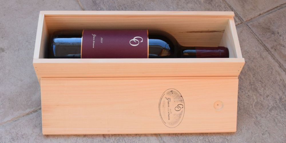 Moreno Coronica's present to us: a 1,5 litre bottle of his Gran Teran, the best Croatian red wine I know.