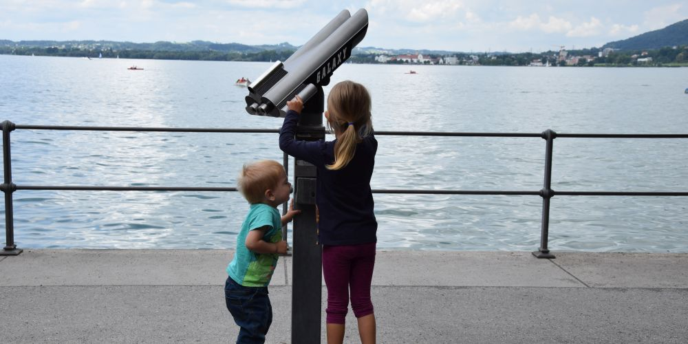 After hours of walking we finally reached Bregenz. Bowser and Prinzessin Emma-Johanna were very eager to have a good look over Lake Constance.